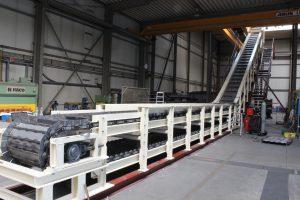 Seitansicht Stahlkonstruktion mit Hilfskonstruktion (rot)